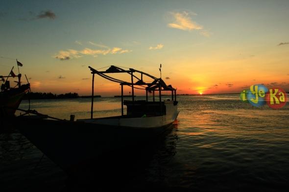Sunset di dermaga rakyat karimun jawa